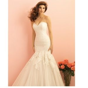Allure Wedding Dress. Ivory in size 12.